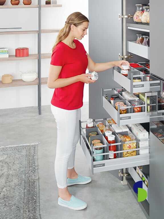 Cajones altos internos línea Smart Box con galería. Color gris, barras organizadoras.