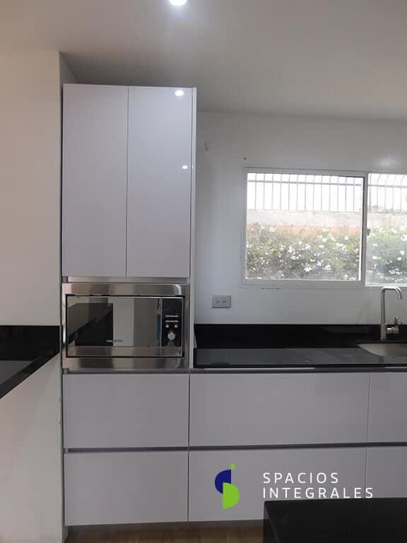 Torre microondas cocina integral, horno de empotrar en acero Inox. Challenger.