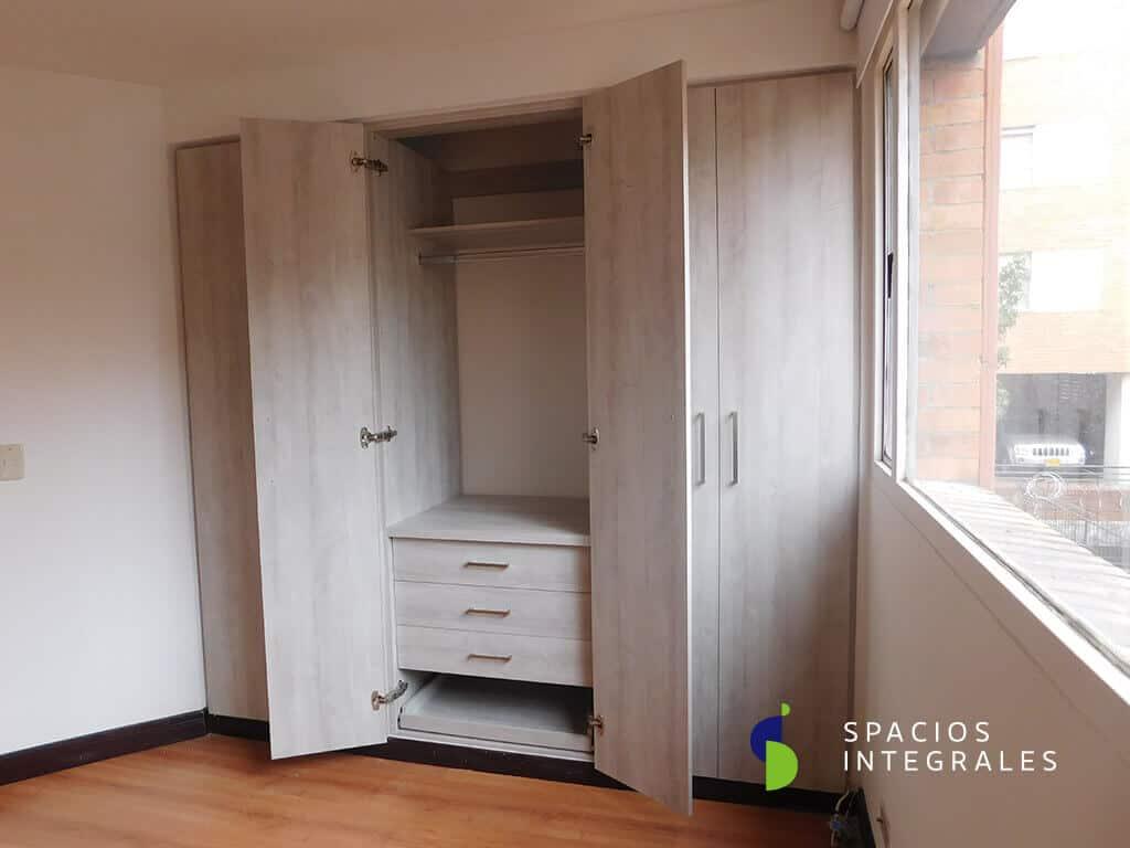 . Closets modernos en madera y material melam nico en Bogot
