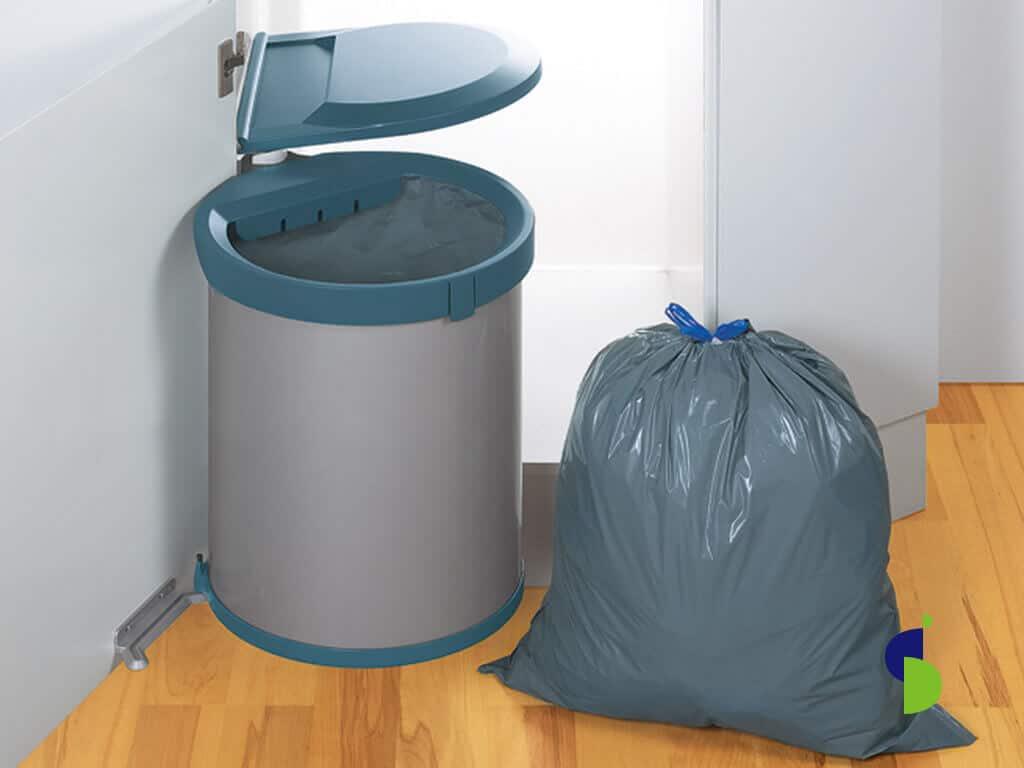 Shut de basuras sencillo, sujeto a puerta.