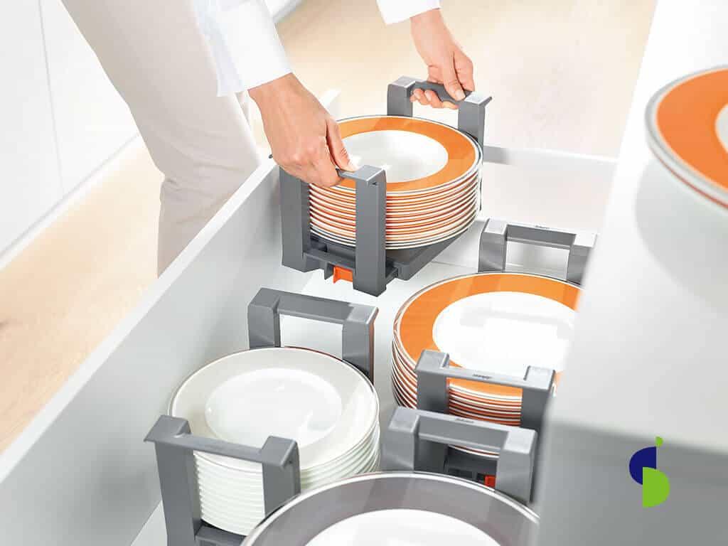 Organizador de platos plástico individual.