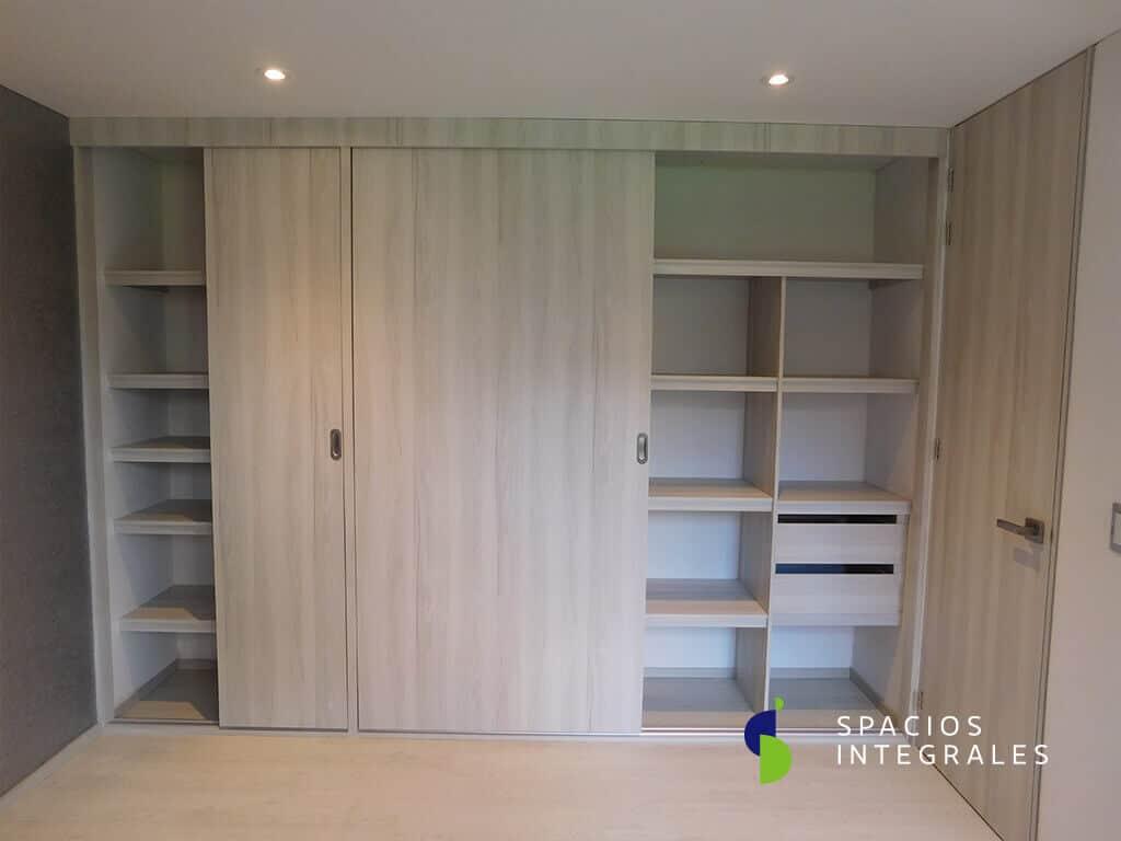 Closets modernos en madera y material melam nico en bogot for Closets modernos bogota