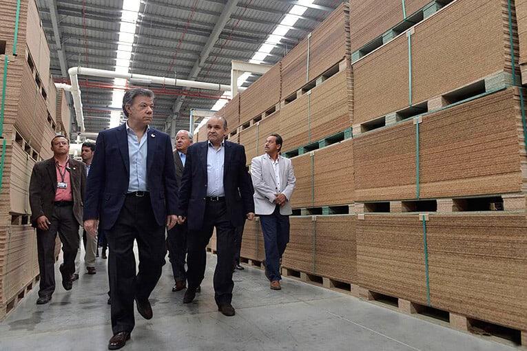 Inauguran la planta de tableros aglomerados más grande del País