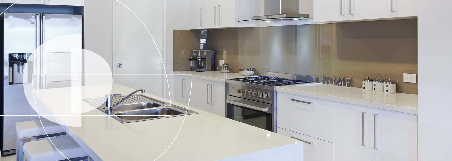 Cocinas integrales elegantes de línea alto brillo - Spacios Integrales