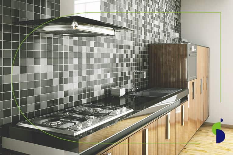 Cocina moderna con enchapes de mosaico en Bogotá